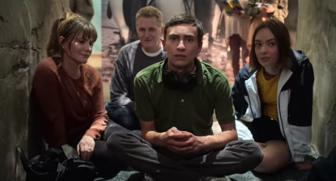 """Trailer Watch: Sam's Family Life """"Cracks Right Open"""" in """"Atypical"""" Season 2"""