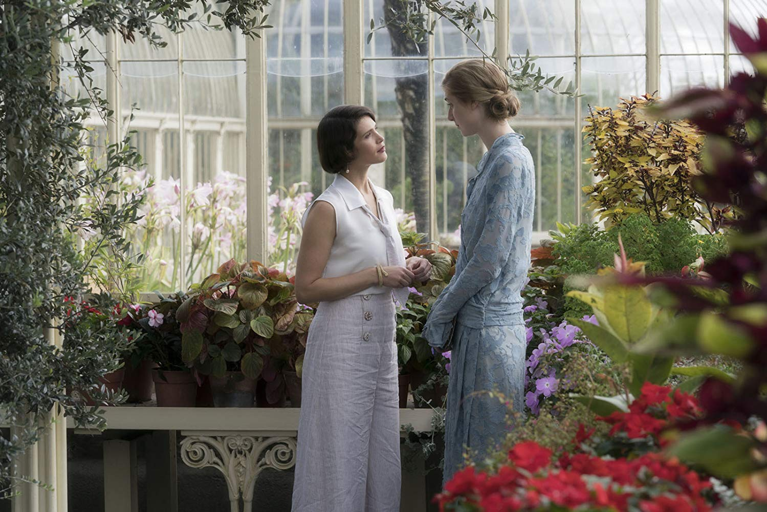 Actors playing Vita Sackville-West and Virginia Woolfe in some sort of greenhouse setting.